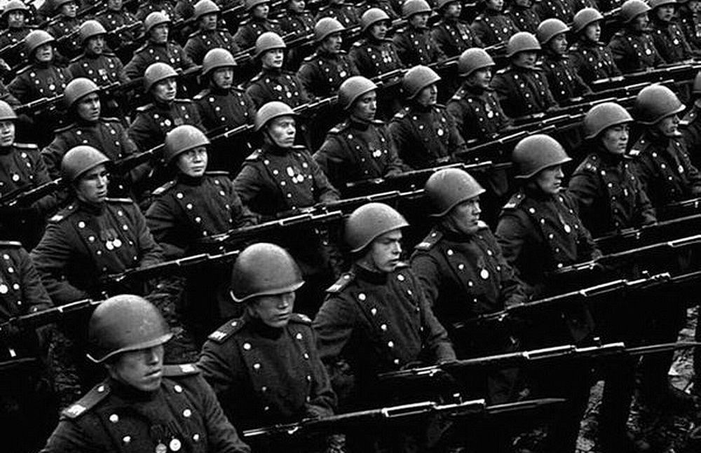 Автоматическая винтовка Токарева – полноправная участница Парада Победы 24 июня 1945 года
