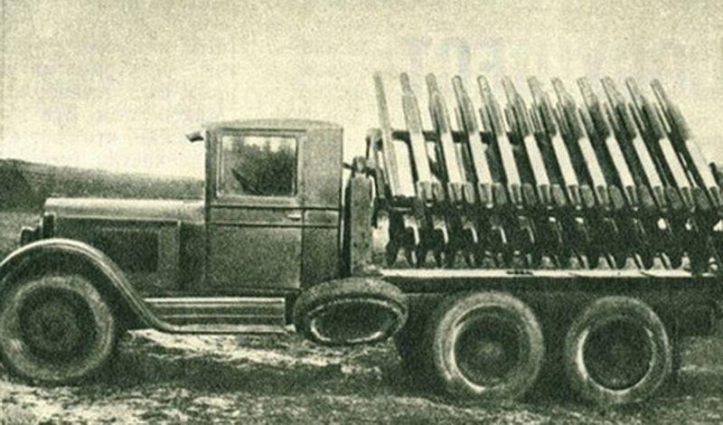 Одна из первых, экспериментальных установок БМ-13. Архивное фото.