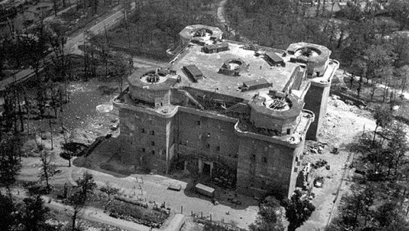 Башня ПВО в берлинском районе Тиргартен