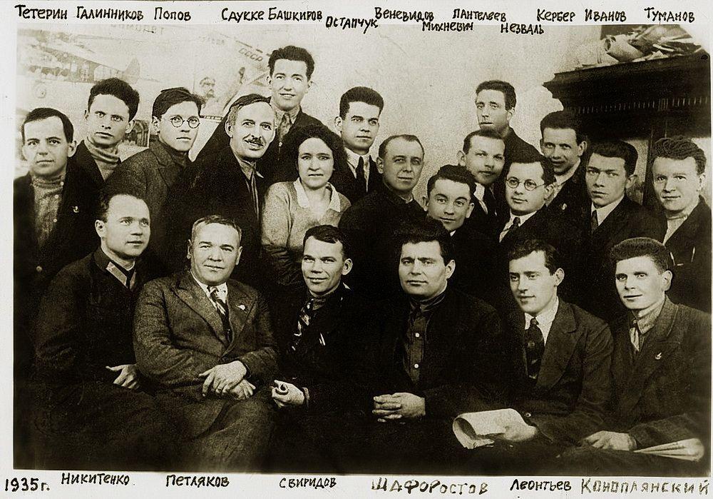 Руководящий состав бригады В.М. Петлякова во время работы над «АНТ-42». 1935 г.