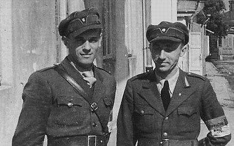 Старшины украинской полиции Омелян Грабец (слева) и Федор Заборовец (справа). Ровно, июль 1941 г.