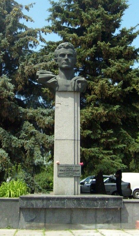 Памятник Герою Советского Союза Бевзу И.В.