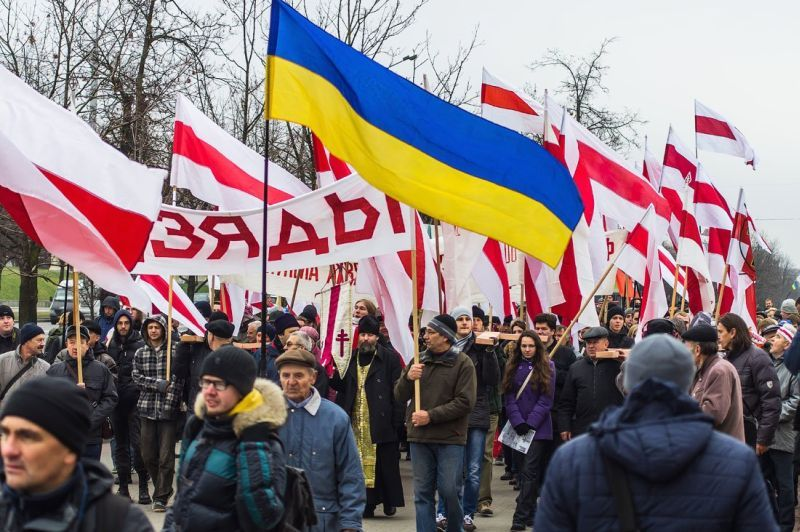Взаимодействие украинских и белорусских националистов со времён государственного переворота 2014 года значительно усилилось, в том числе, и за счёт участия белорусов в карательных батальонах, воюющих с Донбассом