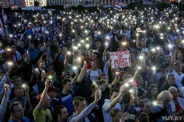 Простые белорусы, ранее аполитичные, – основная цель прозападников и националистов