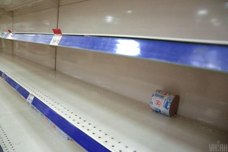 Пустые полки магазинов как результат паники