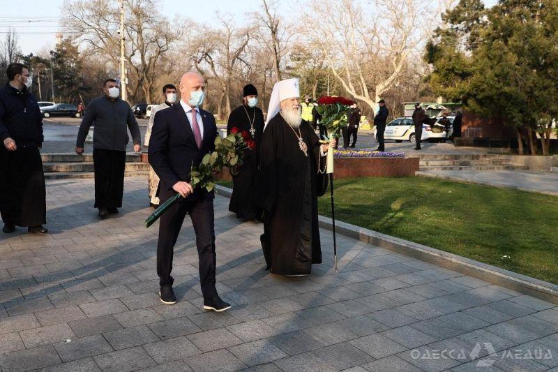 Митрополит Агафангел и Геннадий Труханов на Аллее Славы
