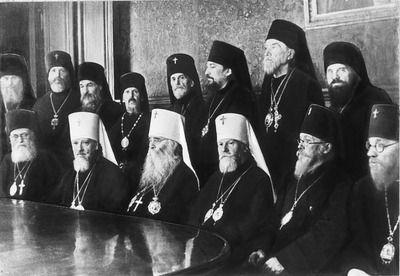 Освобождённые архиереи РПЦ и три митрополита: Николай (Ярушкевич), Сергий (Страгородский)  и Алексий (Симанский). 1943 год.