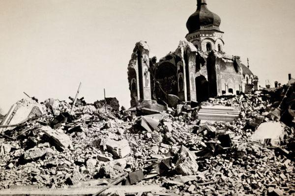 Руины Великой Лаврской церкви