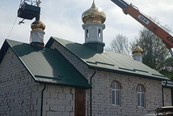 Новый купола устанавливают на новый храм в селе Подгайцы