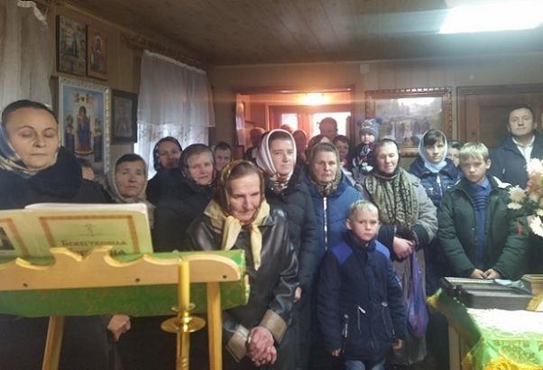 Прихожане УПЦ МП села Ростоки на Тернопольщине