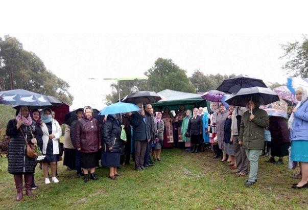 Верующие села Заболотцы теперь молятся в палатке