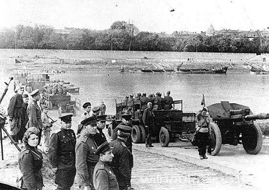 Переправа советских войск через Тиссу