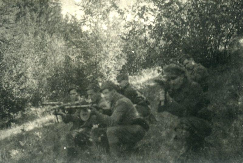 Одна из бойовок УПА на Волыни ведет учебный бой
