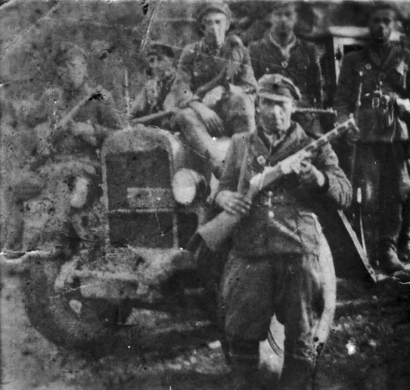Бандеровцы с отбитым советским грузовиком