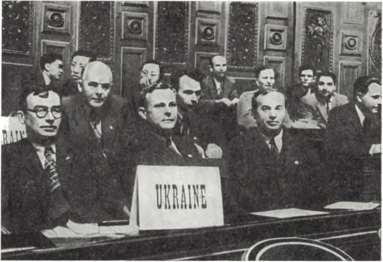 Члены делегации Украинской ССР (слева направо) Н. Н. Петровский, В. А. Тарасенко, А. К. Касименко