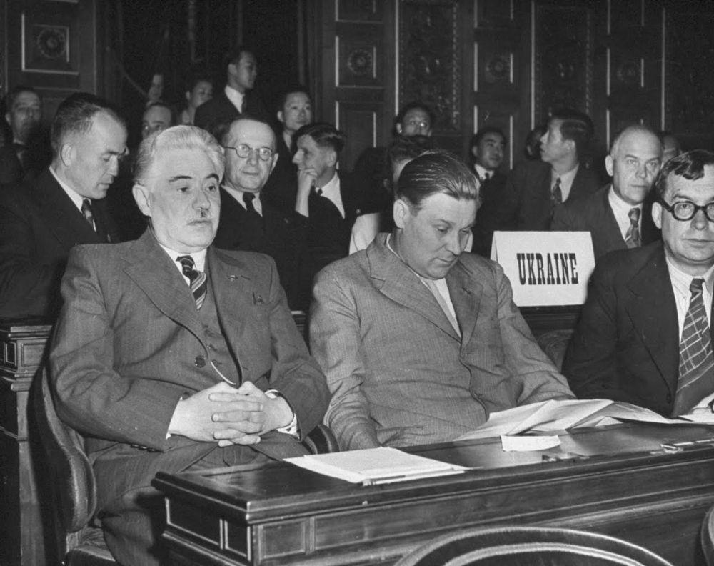 Парижская конференция. Дмитрий Мануильский, Алексей Война, Николай Петровский. 1946 год, фото Ральфа Морзе для LIFE
