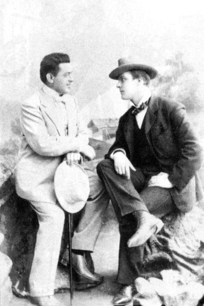 Фёдор Шаляпин (справа) и Мамонт Дальский. 1890-е годы