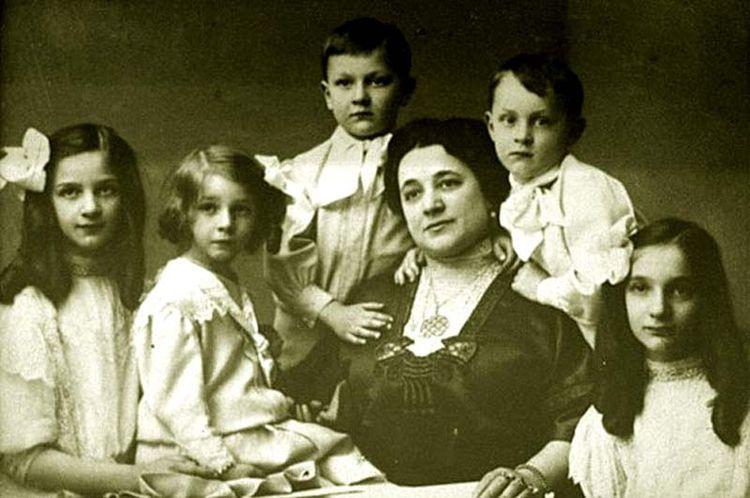 Дети Фёдора Шаляпина. В центре – Иола Торнаги-Шаляпина