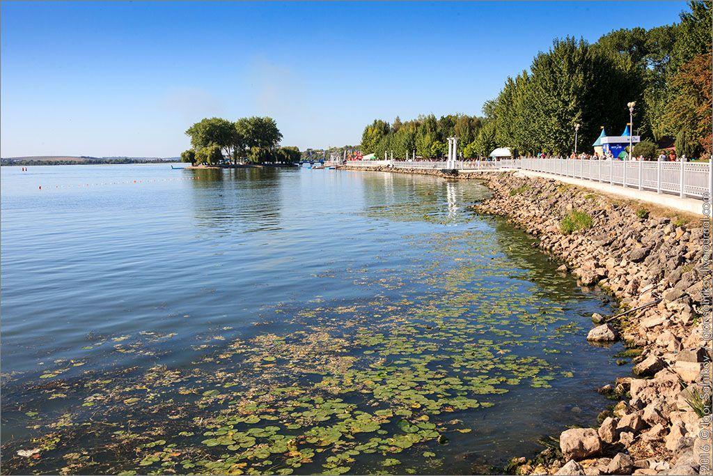 Комсомольское озеро с островом Сидоренко