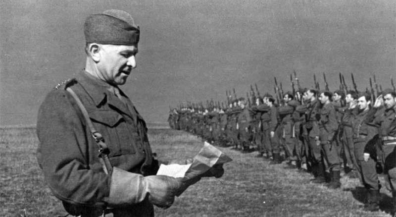 Людвик Свобода перед 1-м Чехословацким отдельным батальоном