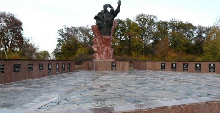 Памятник гвардейцам-широнинцам в селе Тарановка (Харьковская область)