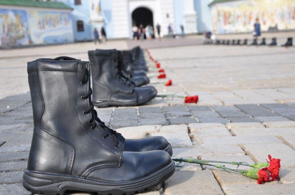 Акция в память о сбитом в Луганске Ил–76