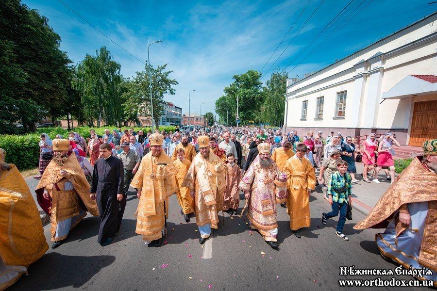 Беснование адептов ПЦУ не помешало Крестному ходу в Нежине