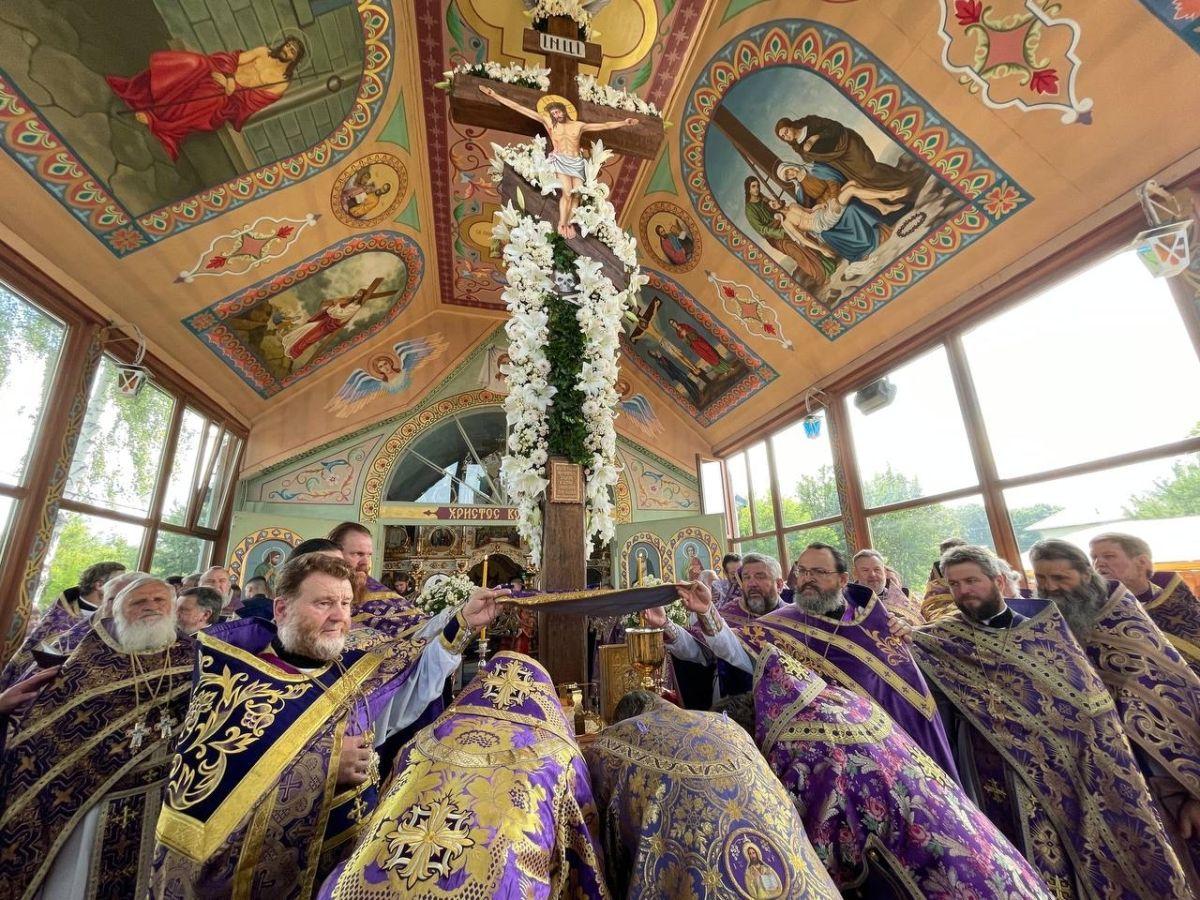 Чудотворный Калиновский крест на Винничине