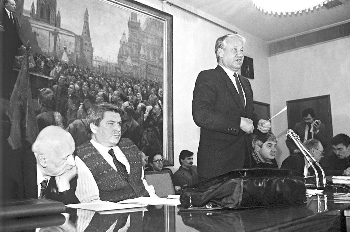 Фактическим лидером МДГ являлся Борис Ельцин