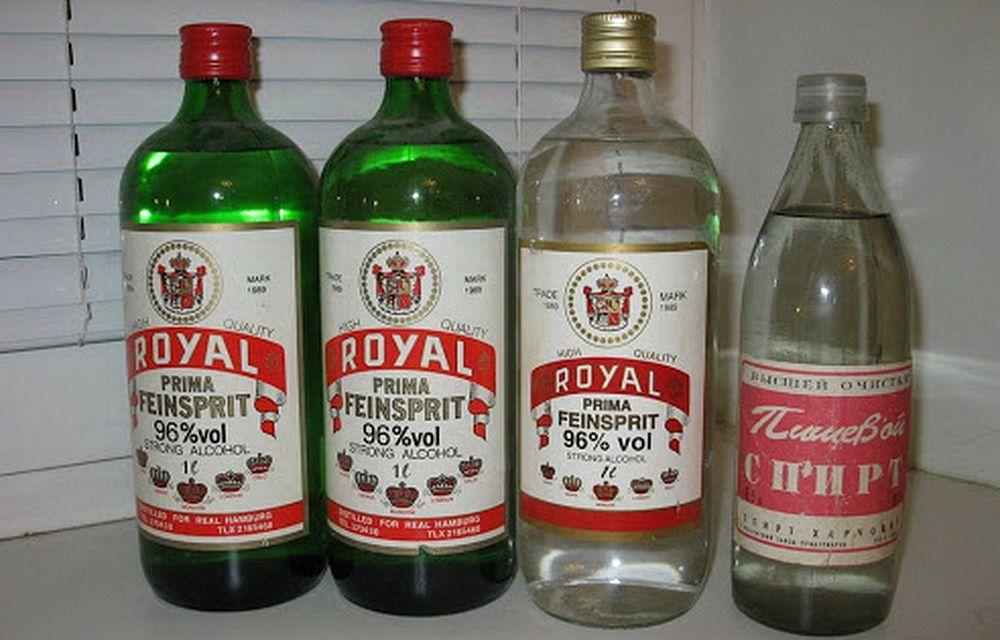 Импортный спирт для розжига каминов «Royal» и другие сомнительные напитки заполнили прилавки, очищенные от качественных вин, водок и коньяков антиалкогольной кампанией 1985-1988 годов
