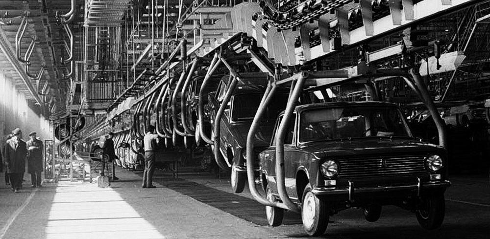 Сборочный конвейер первенца ВАЗа – знаменитой «копейки».