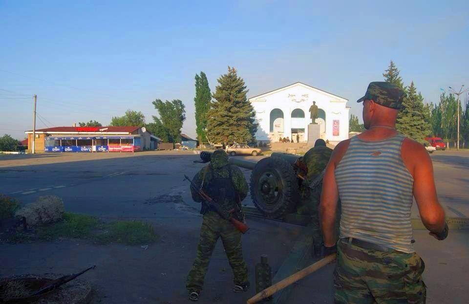 Украинская артиллерия в центре Шахтёрска