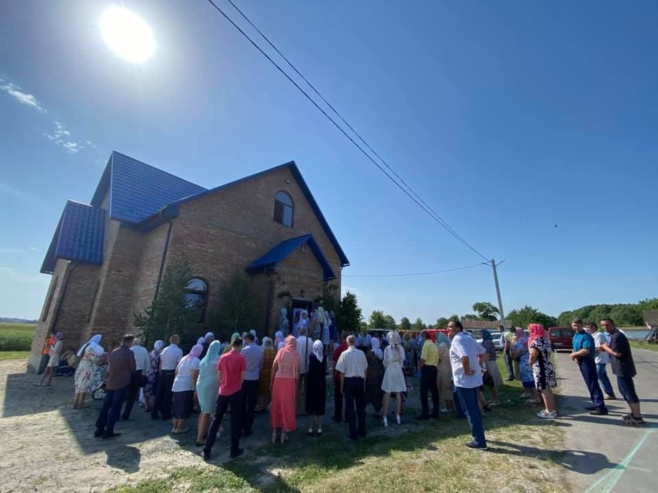 В селе Сестрятин Ровенской области обманутые раскольниками прихожане возвращаются в храм УПЦ МП