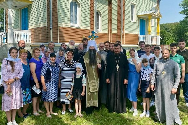 Приход села Шевченково возле захваченного храма