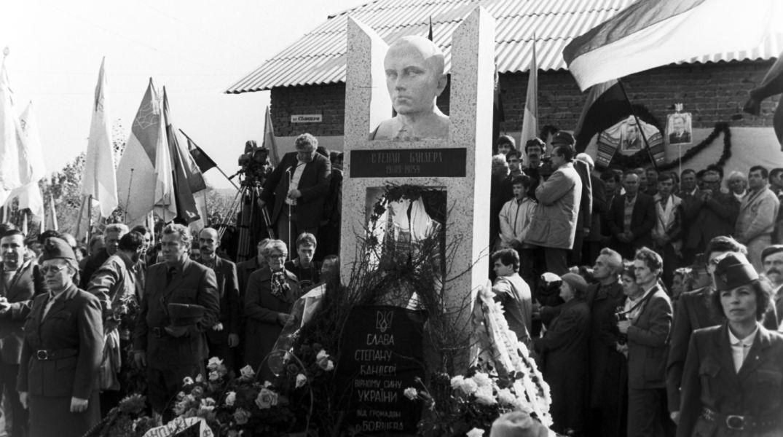 Открытие памятника Бандере