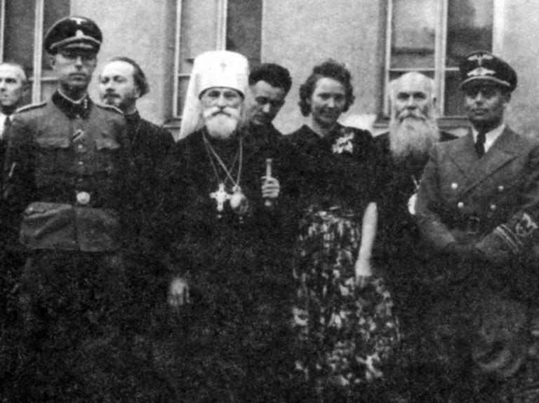 Фёдор Булдовский – второй слева